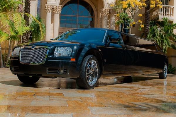 8 Person Chrysler 300 Limo Service Jacksonville